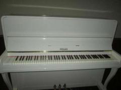 пианино любого цвета – белого, коричневого, черного