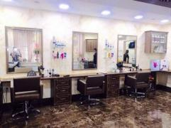 Workplaces for rent in a beauty salon
